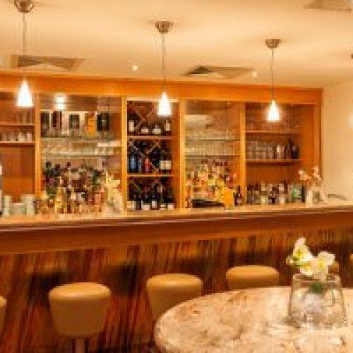 Tagung-Lobby-Bar-squashed-300x200